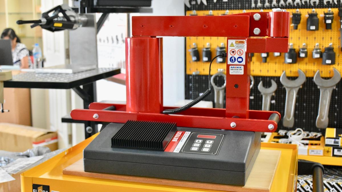 Ngoại hình Máy gia nhiệt bạc đạn 24 RSDi