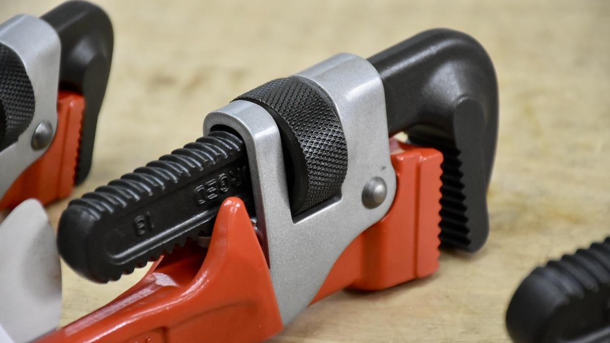 Mặt phải của mỏ lết ống đúc size mở tương ứng PW-AD Series.