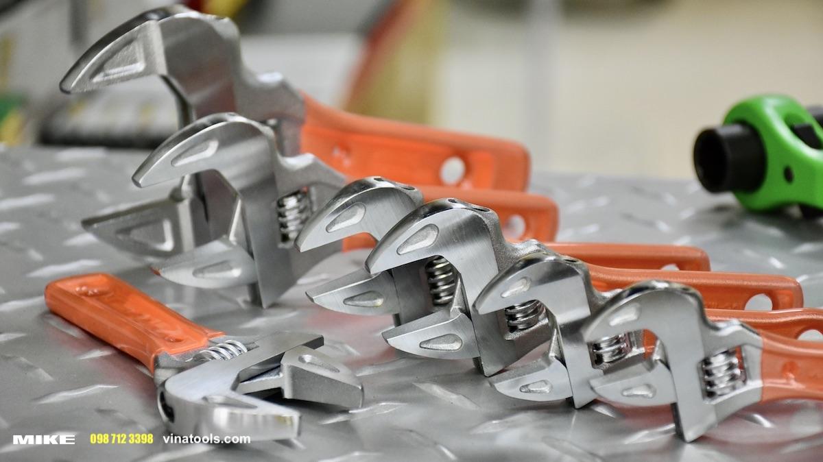 EMSW mỏ lết ngắn cán bọc nhựa, dùng trong không gian hẹp MCC Japan