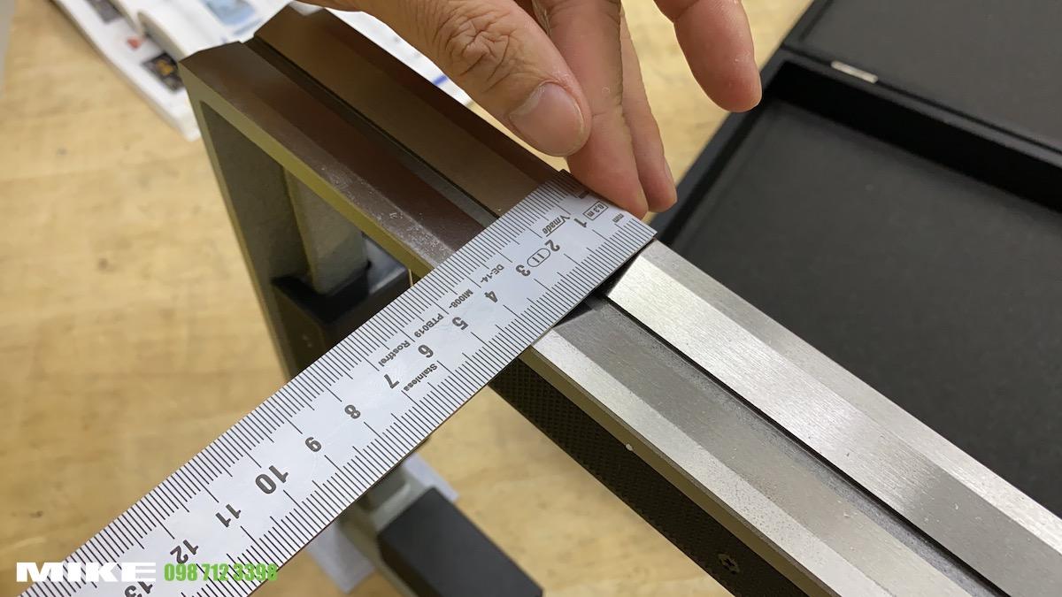 nivo vuông có 3 cạnh cắt rãnh chữ V