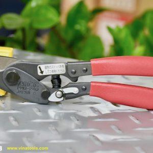 Kéo cắt thép tấm có tay cầm bằng nhựa bọc, bề mặt nhám giúp chống trơn trượt khi thao tác