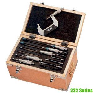 2320 Bộ thước panme cơ đo ngoài nhiều thành phần đựng trong hộp gỗ.