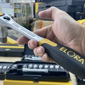 770-KINMK có cần lắc tay tự động nhả tuýp bằng nút nhấn