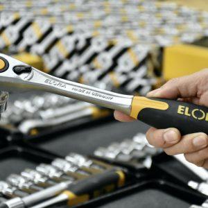 Cần tự động 770-L1F nhả tuýp bằng nút nhấn. ELORA