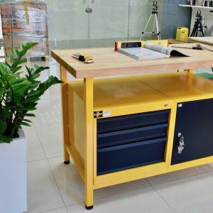 Mặt bàn nguội bằng gỗ ép đã qua xử lý, dày tới 4cm. ELORA Germany.