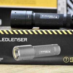 Đóng gói đèn pin theo tiêu chuẩn, bảo hành 7 năm