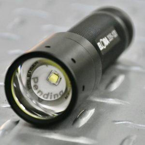335 đèn pin công nghệ LED laser siêu sáng chiếu xa tới 180m