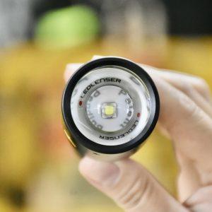 đèn pin sử dụng công nghệ LED siêu sáng