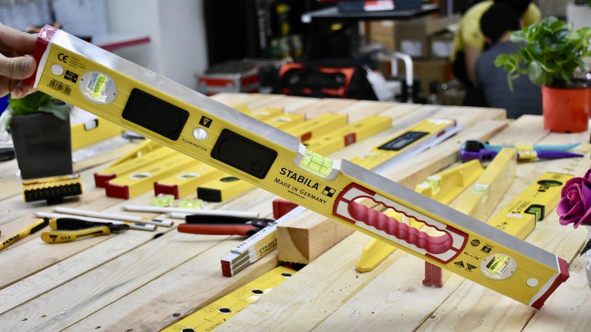 Thước thủy nivo cân bằng 61cm có đèn LED