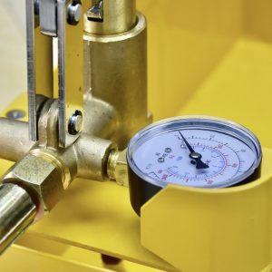 Bảo vệ đồng hồ áp suất trên bơm kiểm tra rò rỉ