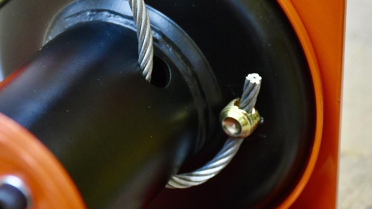 Xỏ cáp vá giữ bằng vít chuyên dụng trên SF2200
