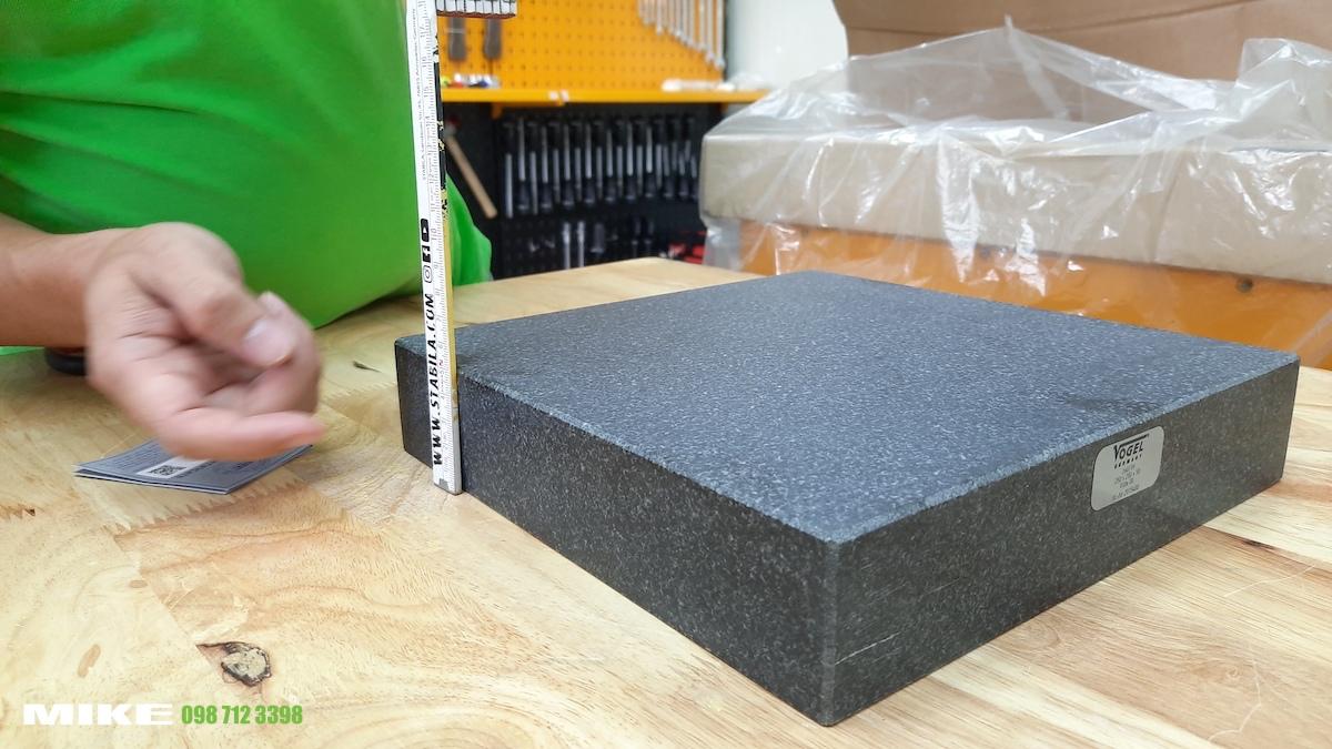 Cạnh bàn map đá granite Vogel Germany