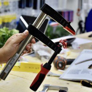 góc nghiêng chi tiết kẹp chữ F tiếp giáp kẹp bằng nhựa cao cấp