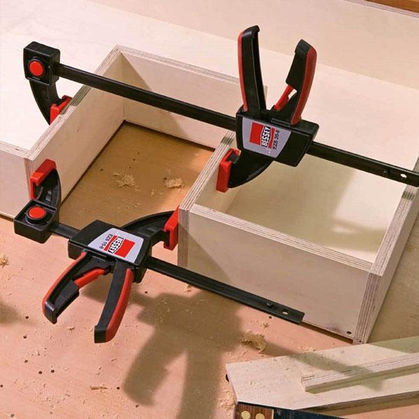 Ứng dụng kẹp trong ngoài của cảo kẹp gỗ chữ C BESSEY