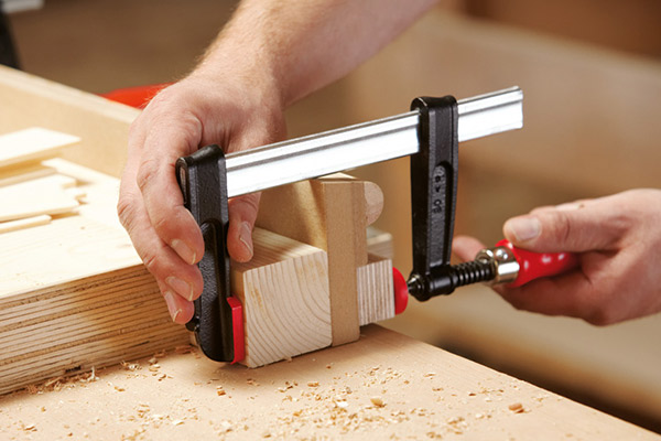 TPN-BE Screw clamp with wooden handle 3