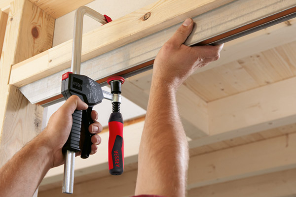 EHZ-2K One‑handed clamp with 2K plastic handle 3