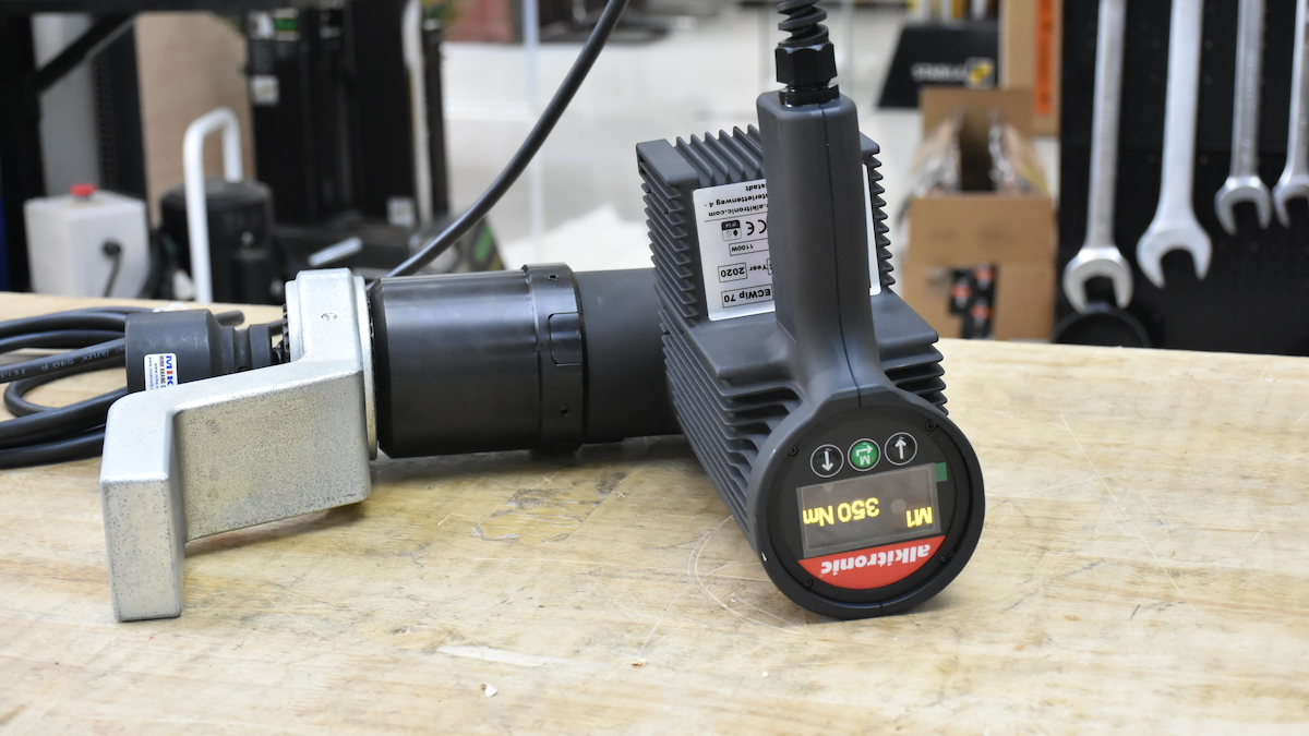 Hướng tiếp cận linh hoạt với đầu xoay 360 độ Alkitronic ECWip70