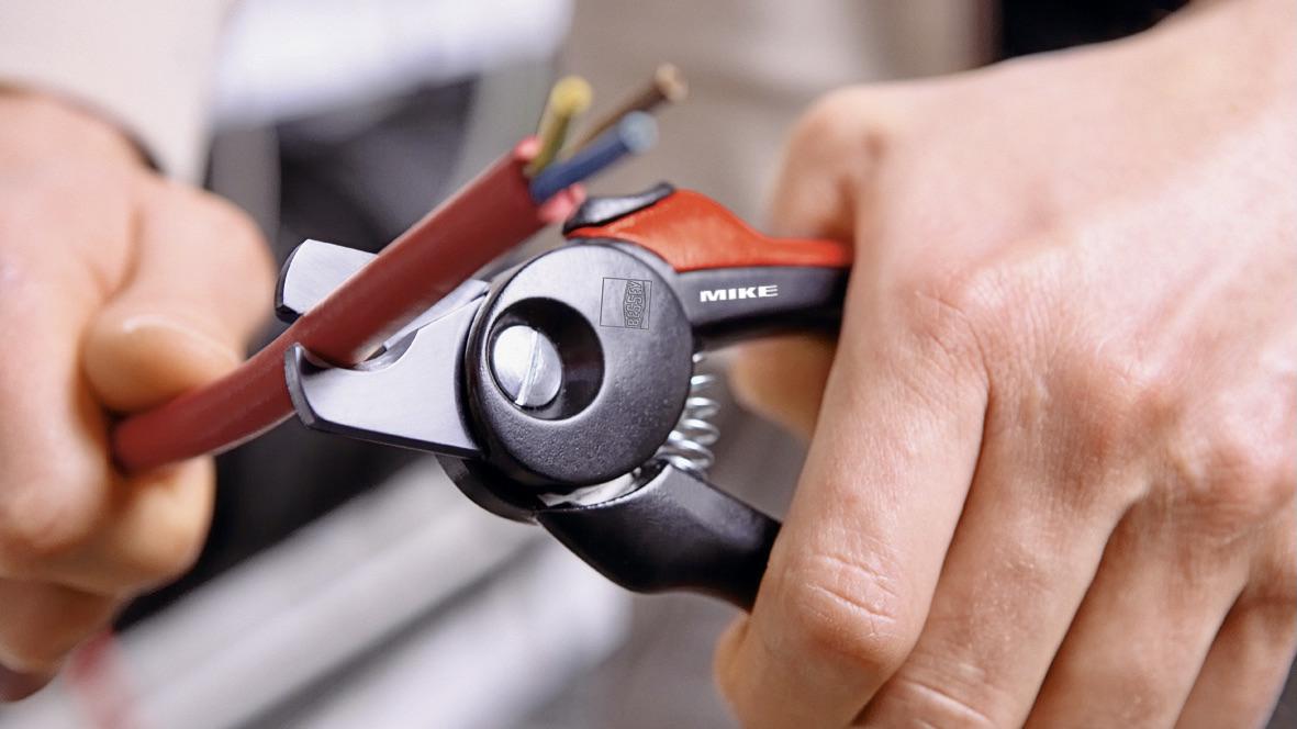 kéo cắt cáp điện chuyên dụng cán nhựa D49-2