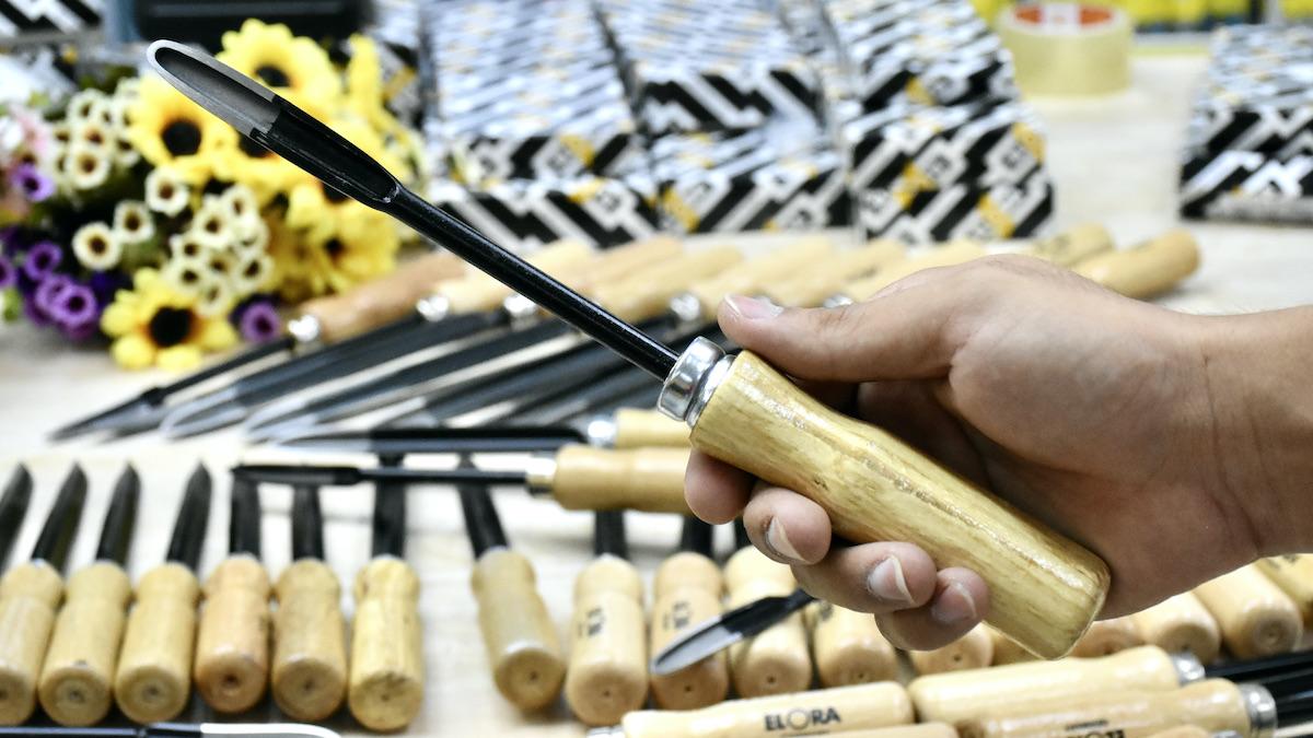 Dụng cụ cạo lỗ thân tròn, cán gỗ lưỡi tà ELORA 273
